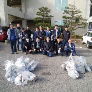 小松市下水処理場周辺の清掃を行いました